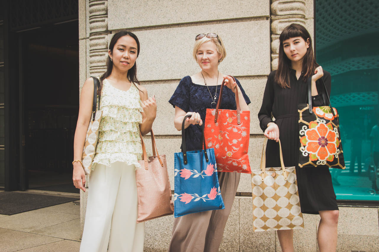 Models with Obi Tote bags in Ginza